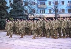 Zhytomyr, Ουκρανία - 26 Φεβρουαρίου 2016: Στρατιωτική στρατιωτική παρέλαση, σειρές των στρατιωτών Στοκ Εικόνες