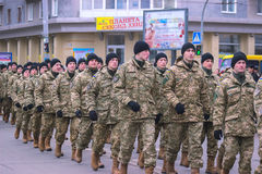 Zhytomyr, Ουκρανία - 26 Φεβρουαρίου 2016: Στρατιωτική στρατιωτική παρέλαση, σειρές των στρατιωτών Στοκ εικόνες με δικαίωμα ελεύθερης χρήσης