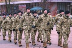 Zhytomyr, Ουκρανία - 26 Φεβρουαρίου 2016: Στρατιωτική στρατιωτική παρέλαση, σειρές των στρατιωτών Στοκ Φωτογραφία