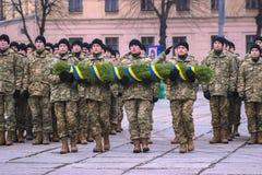 Zhytomyr, Ουκρανία - 26 Φεβρουαρίου 2016: Στρατιωτική στρατιωτική παρέλαση, σειρές των στρατιωτών Στοκ Φωτογραφίες
