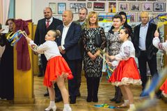 Zhytomyr, Украина - 24-ое сентября 2017: Люди наблюдают свободный музыкальный фестиваль Стоковые Изображения