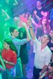 Zhytomyr, de OEKRAÏNE - Augustus 25, 2015: Jongeren die bij partij dansen Stock Foto