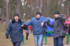 Zhytomyr, de Oekraïne - Januari 19, 2016: Gearresteerde de politie drunked de mens royalty-vrije stock afbeelding
