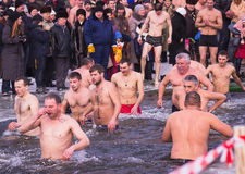 Zhytomyr, de Oekraïne - Januari 19, 2016: Mensen epiphany vieren Stock Foto