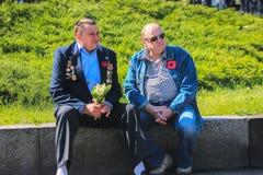 Zhytomyr, UCRANIA - 9 de mayo de 2017: Celebración de la victoria en la Segunda Guerra Mundial en el monumento de la victoria foto de archivo