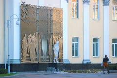 Zhytomyr, Ucrania - 11 de octubre de 2017: monumento a las víctimas de protestas antigubernamentales en Maidan fotos de archivo