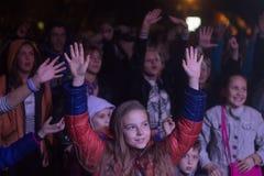 Zhytomyr, Ucrania - 2 de septiembre de 2016: Niños que bailan en el festival de música libre Fotos de archivo