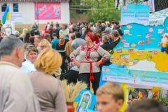 Zhytomyr Ukraina - AUGUSTI 19, 2017: Ukrainska fans visar kapaciteten Royaltyfri Foto