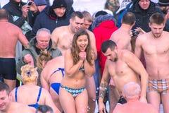 Zhytomyr Ukraina - Januari 19, 2016: Folk som firar epiphany Royaltyfria Foton