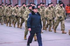 Zhytomyr Ukraina, Luty, - 26, 2016: Militarna militarna parada, rzędy żołnierze Obrazy Royalty Free
