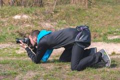 Zhytomyr Ukraina - September 03, 2015: Stående av roliga paparazzi Arkivfoto