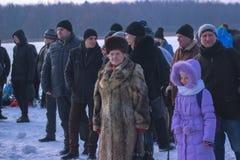 Zhytomyr, Ukraine - 19. Januar 2016: Leute, die Offenbarung am Winter feiern Stockfoto