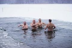 Zhytomyr, Ukraine - 19. Januar 2018: Leute, die Offenbarung am Winterwasser feiern Lizenzfreies Stockbild