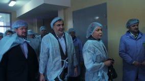 ZHYTOMYR, UKRAINE - 11 novembre 2016 : Mikheil Saakashvili à l'usine de Liktravy banque de vidéos