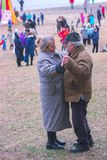 Zhytomyr, Ukraine - 3 octobre 2015 : vieille danse de couples dans la plage de parc Photos stock