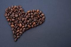 ziarna kawy, zrobił bielowi serce Obraz Stock