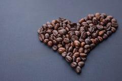 ziarna kawy, zrobił bielowi serce Obrazy Stock