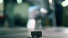 Zich automatisch beweegt het metaal robotachtige element stock footage