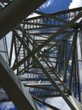 Zickzackmetalltreppenhaus Stockbilder
