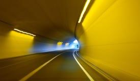 Zie het licht aan het eind van de Tunnel Stock Foto's