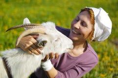 Ziege und Frau Stockfoto