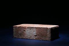 Ziegelstein auf Schwarzem lizenzfreies stockfoto