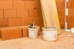 Ziegelstein durch Ziegelstein, bauen ein Haus auf Ihren Selbst Errichten eines Hauses Hou Stockbild
