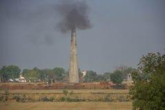 Ziegelstein-Fabrik in Nord-Indien stockfotos