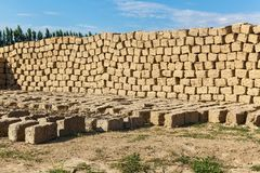 Ziegelstein gemacht vom Lehm und vom Stroh Lizenzfreies Stockfoto