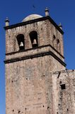 Ziegelstein-Glockenturm Cusco Peru South Amerika Blue Sky Stockbild