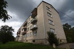 Ziegelstein-Sowjethaus stockbild