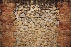 Ziegelstein und Steinwand Stockbild