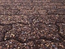 Ziegelsteinboden mit Sand für einen Hintergrund Stockbild