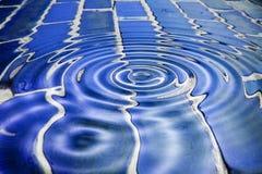 Ziegelsteine des blauen Wassers lizenzfreie stockfotos