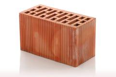 Ziegelsteine des roten Lehms auf weißem Hintergrund Stockfoto
