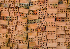 Ziegelsteine des roten Lehms für Bau Stockbilder