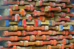 Ziegelsteine, die draußen legen stockfotos