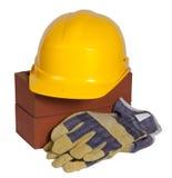 Ziegelsteine, harter Hut und Handschuhe Stockfoto