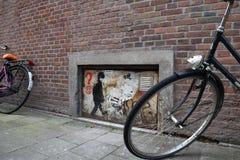 Ziegelsteine und Fahrräder Stockbild