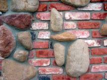 Ziegelsteine und Felsen-Wand Lizenzfreie Stockfotos