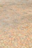 Ziegelsteingehweg auf sonnigem lizenzfreie stockbilder