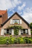 Ziegelsteinhaus in der holländischen Art stockfotografie