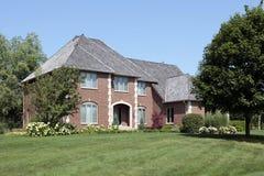 Ziegelsteinhaus mit gewölbtem Eintrag stockfoto