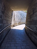 Ziegelsteinkorridor-Innenraumfoto Stockbild