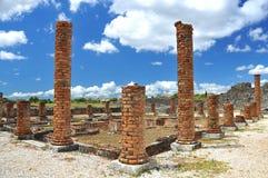 Ziegelsteinspalten in den römischen Ruinen Lizenzfreie Stockfotos