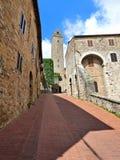 Ziegelsteinstraße in San Gimignano lizenzfreie stockfotografie