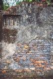 Ziegelsteinwandbeschaffenheit des Weinlesehintergrundes alte mit altem Gips und Lizenzfreies Stockbild