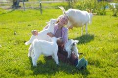 Ziegen und Frau Lizenzfreie Stockfotografie