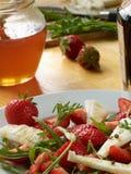 Ziegenkäse mit Erdbeeren Lizenzfreie Stockbilder