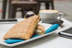 Ziegenkäsesandwich mit Eiern stockbilder